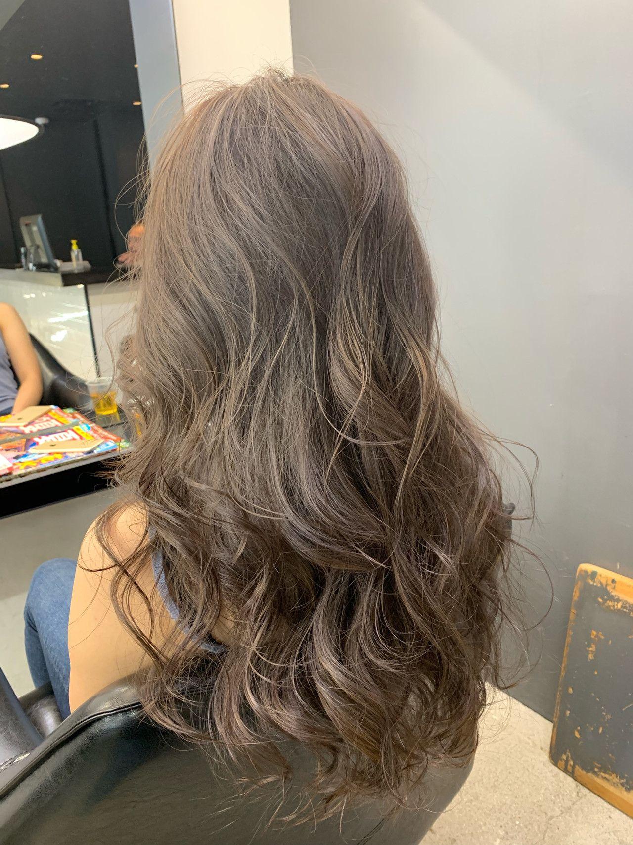 アッシュベージュ 抜け感 ナチュラル セミロング ヘアスタイルや髪型の写真 画像 2020 ヘアカラーテクニック ヘア アイディア ヘアスタイル ロング