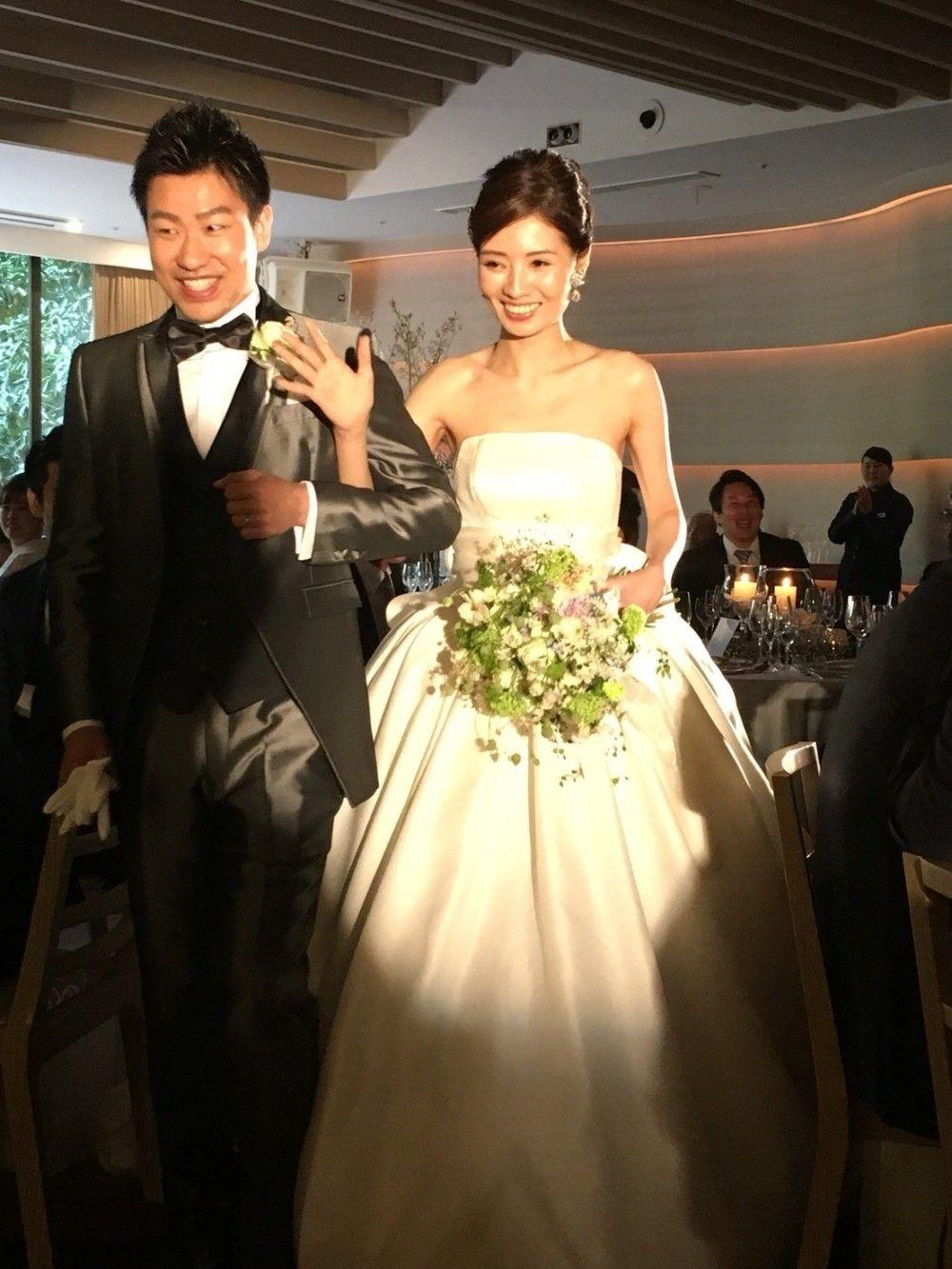 新郎新婦様からのメール 八芳園の花嫁様より リバーシブルブーケ 二次会にも使えるように 一会 ウエディングの花 花嫁 ウェディングドレス 新郎 新婦