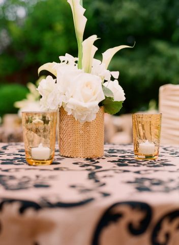 table arrangement by Sasha Souza Events.  Photography by Elizabeth Messina