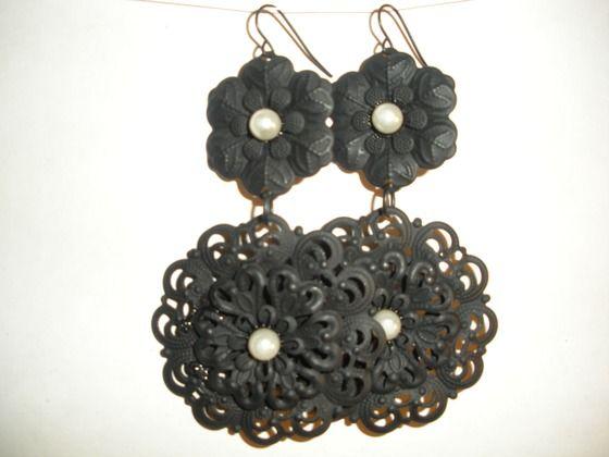 Mate Black Pearl Earrings $10.00
