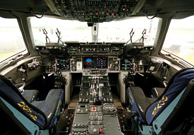 Cockpit of C-17 Globemaster III | C-17 | Flight simulator cockpit