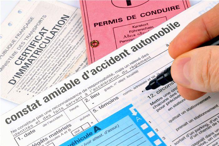 Accident De Voiture Six Bons Reflexes Pour Remplir Le Constat Amiable Astuces Pour Voiture Accident De Voiture Voiture