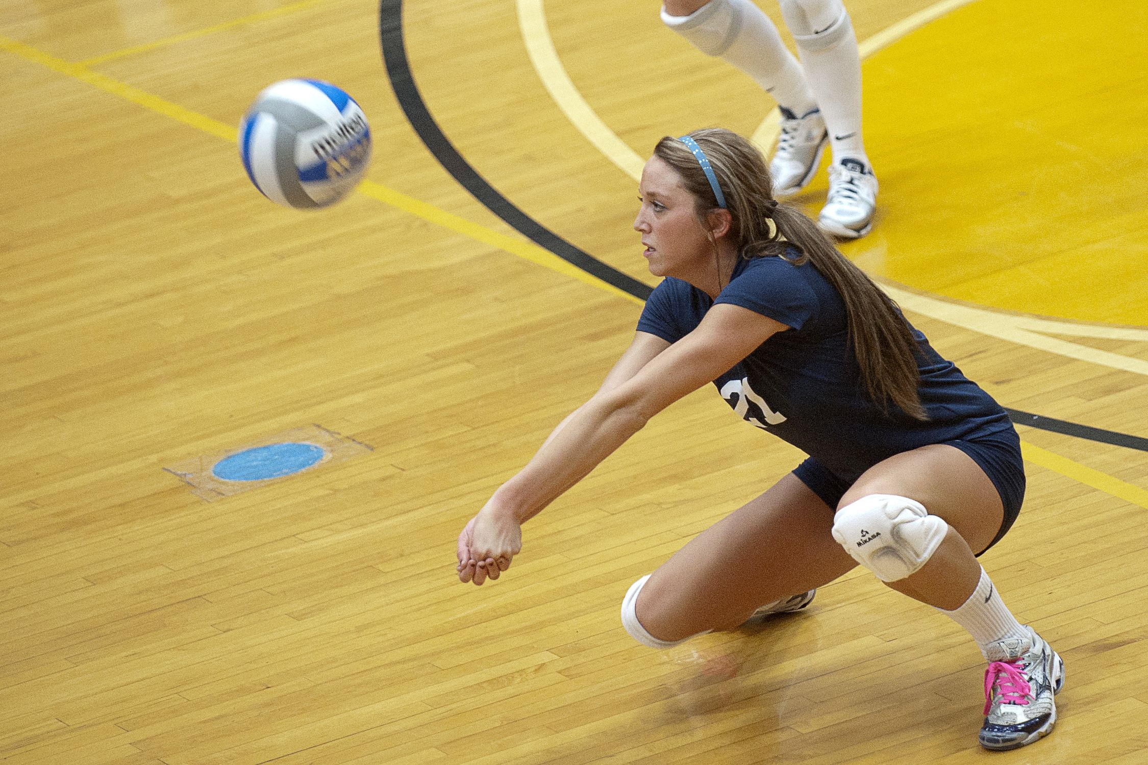 Uco Volleyball With Images College Life Volleyball Ball Exercises