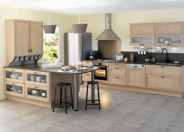 Exemple de cuisine en bois clair credence noir et fond inox vers plaque mobilier fixe en 2019 - Plaque fond de meuble ...