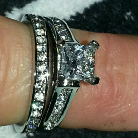 NWOT Cathedral Cz Wedding Set Size 8 A gorgeous set that is absolutely stunning.  Stainless steel so there's no discoloration on your finger. Cut to look identical to a real diamond. This looks just as elegant as my $4500 wedding set. Jewelry Rings