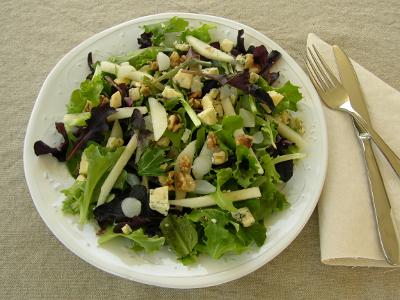 Pear and Stilton Salad via @reneedobbs #SundaySupper progressive dinner ~ TY Renee! YUM!!!