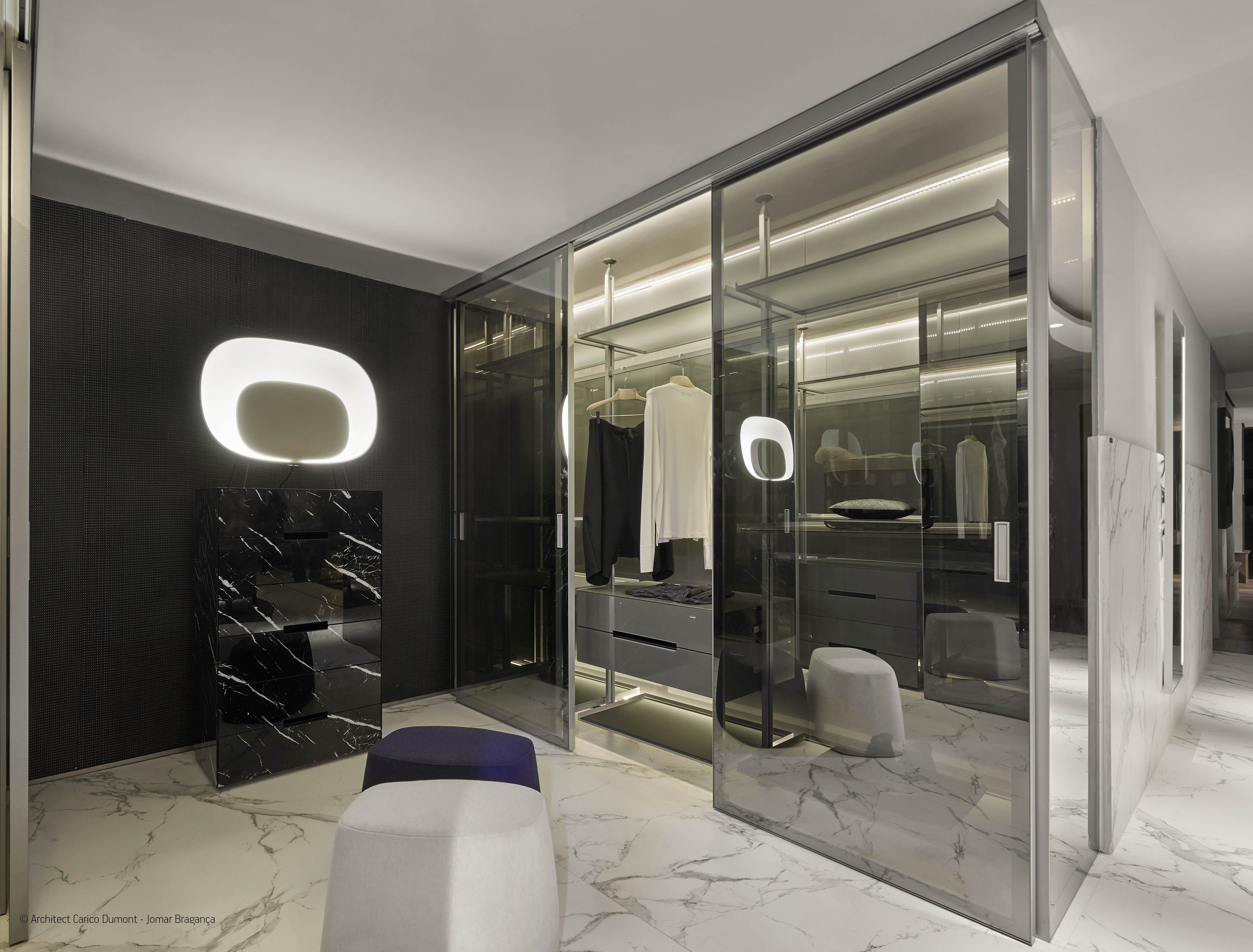 A dressing room featuring Dekton Aura means a dream come true! We feel in heaven in this inspiring design by the architects Carico Dumont. #interiordesign
