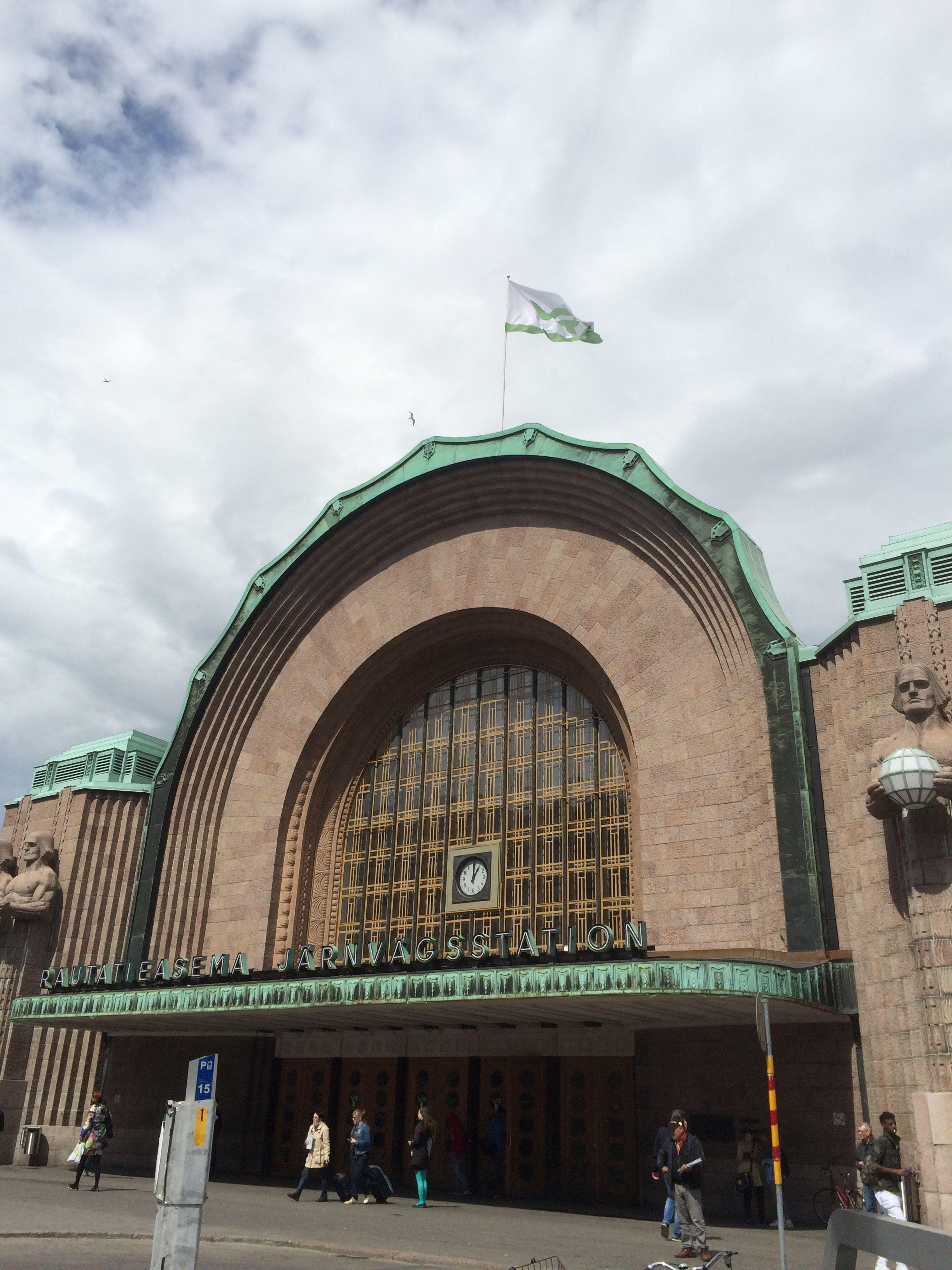 Entrance to the Helsinki Central Railway Station. #travel #finland #scandinavia #europe #helsinki #suomi #architecture #artdeco #nordic
