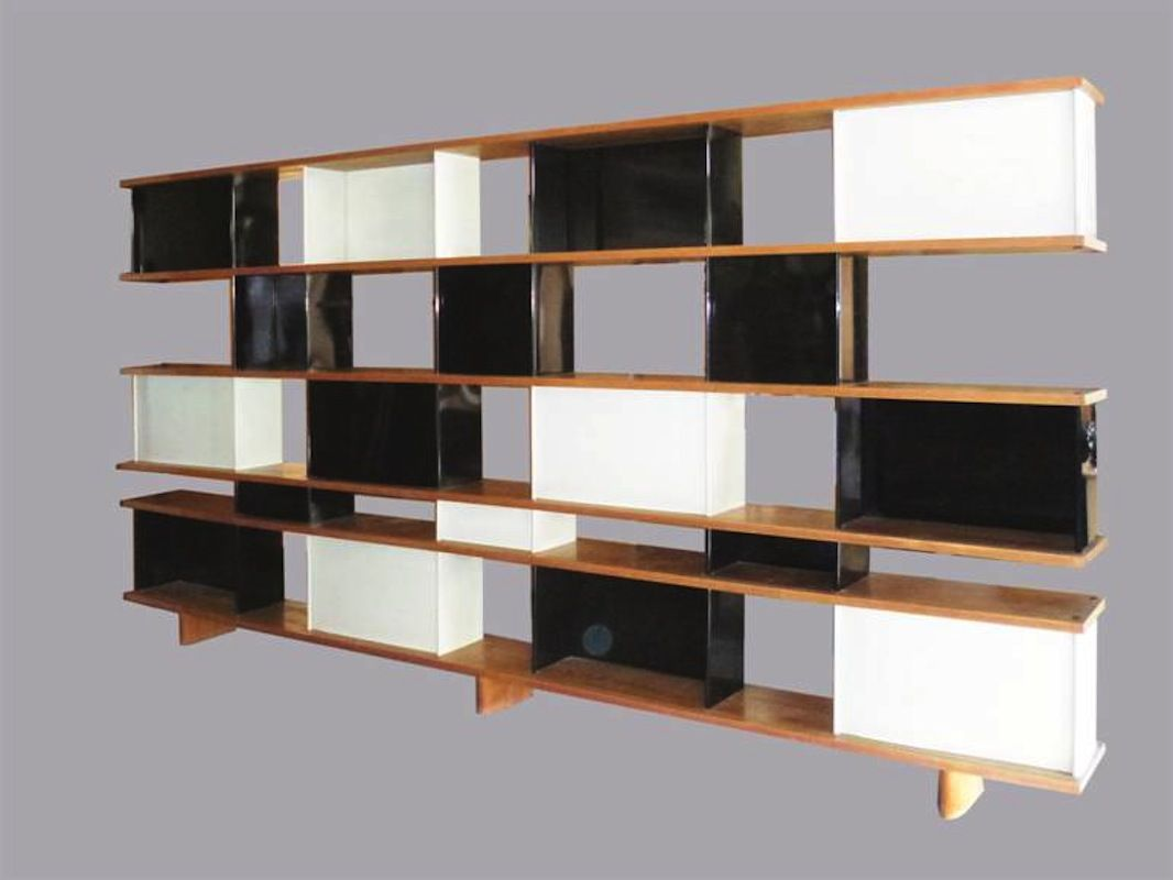 une grande cloison formant bibliotheque double face r alis e avant 1960 s est vendue 149 292. Black Bedroom Furniture Sets. Home Design Ideas