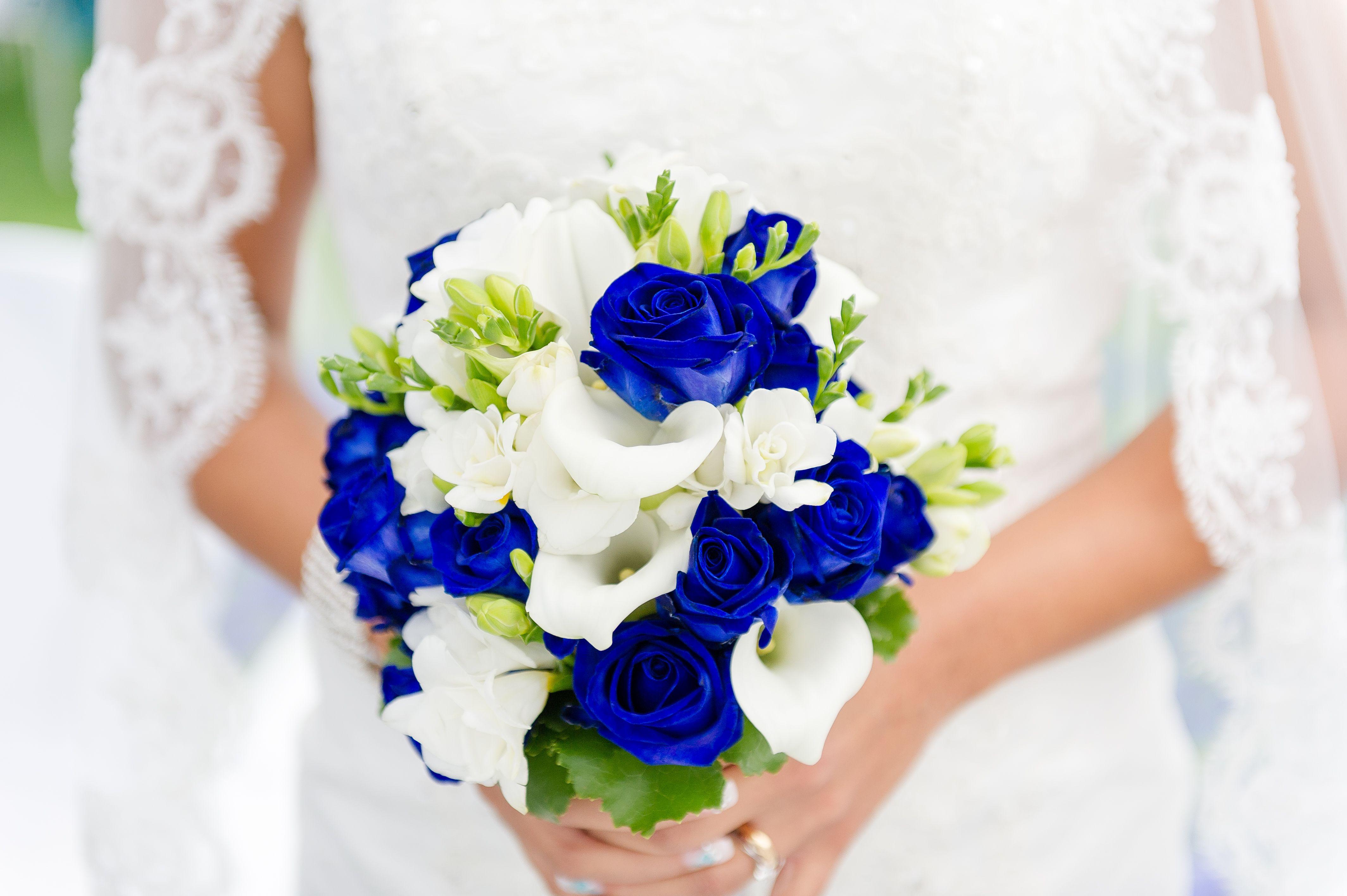 Bouquet Sposa 2018 Blu.Rose Blu Assieme A Calle Bianche Creano Un Bouquet Fantastico