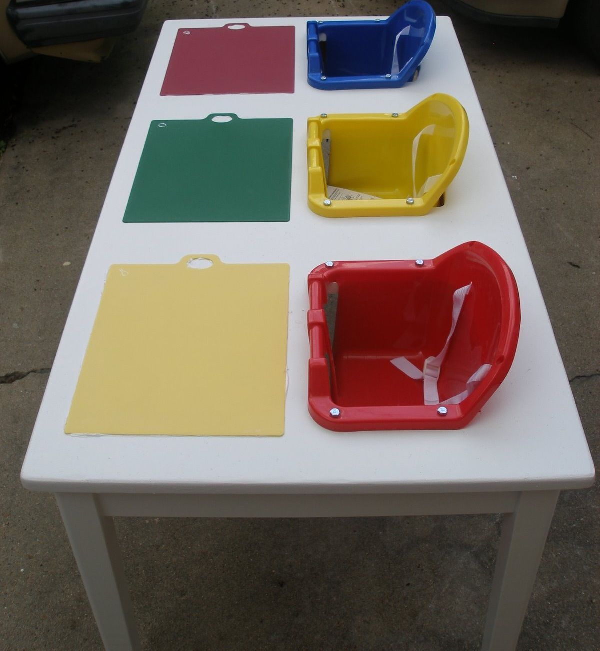 A feeding table for the infants to eat am snack, lunch