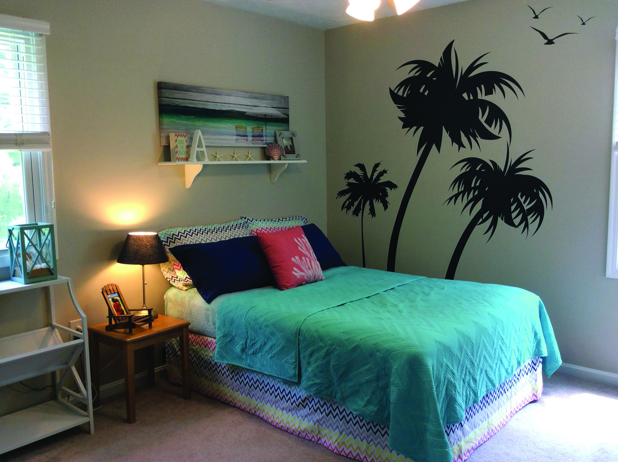 Beautiful Beachy Bedrooms With Images Beach Themed Room Beach