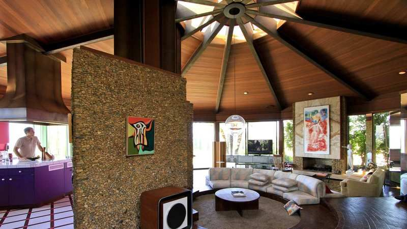 A '70s surprise Encino glass house comes full circle