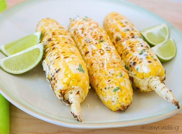 Oh ja Mais am Stil mit Mayo,Käse und scharfer Soße wie auf den Straßen von Chetumal in Mexiko