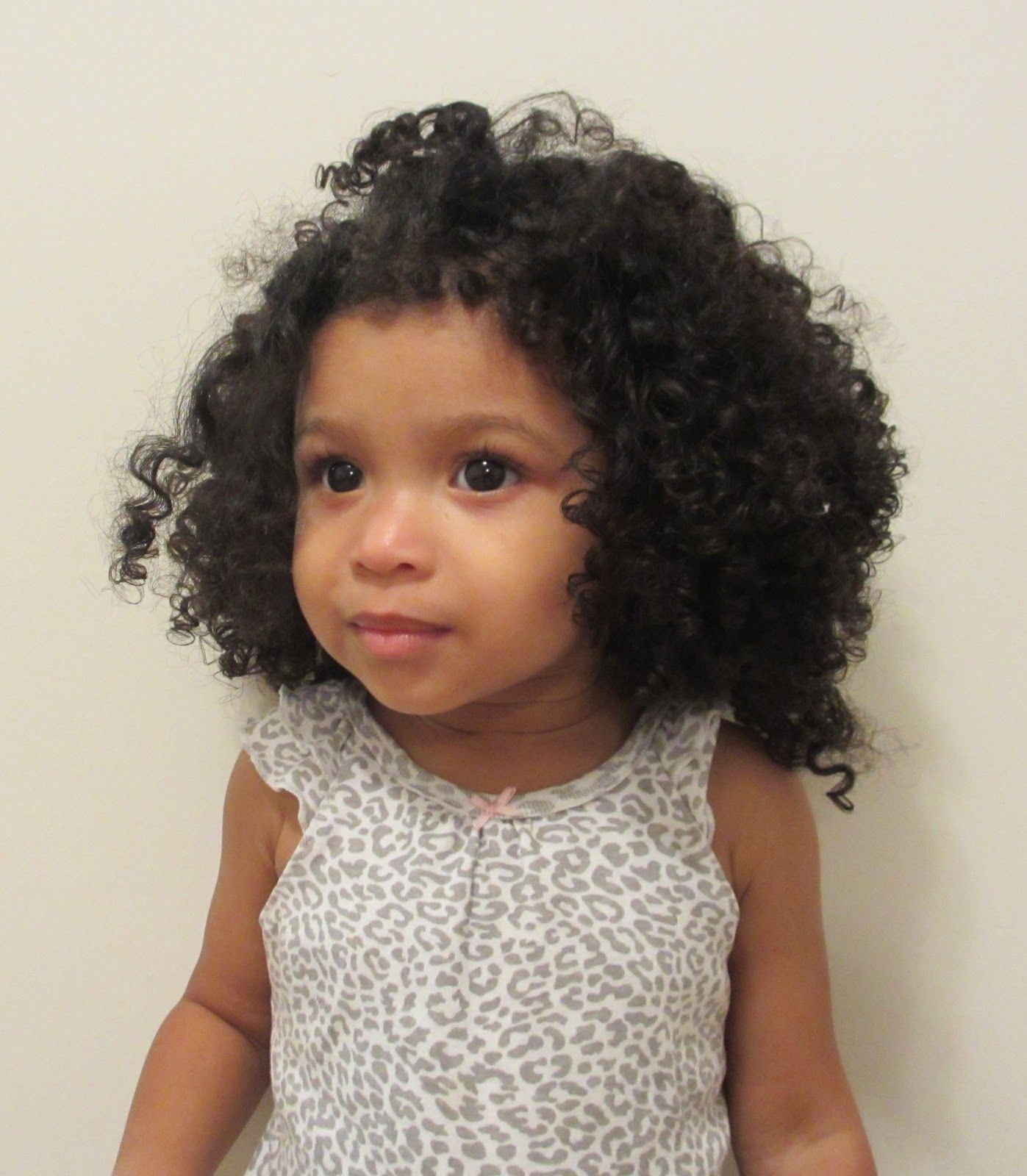 Mixed Pretty girl with curly hair forecasting to wear in everyday in 2019