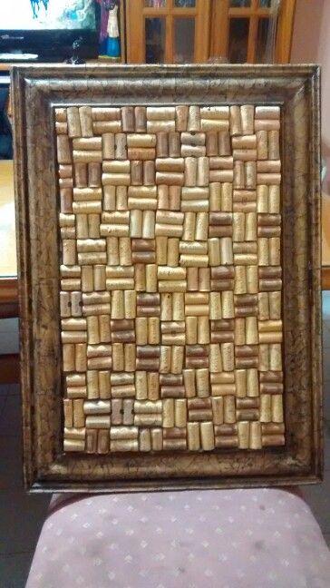 Cuadro para notas con corchos marco artesanal for Cuadros con corchos