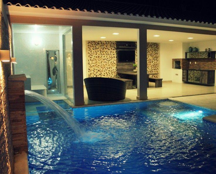 50 piscinas para curtir o ver o piso branco pain is de for Piscinas estructurales chicas