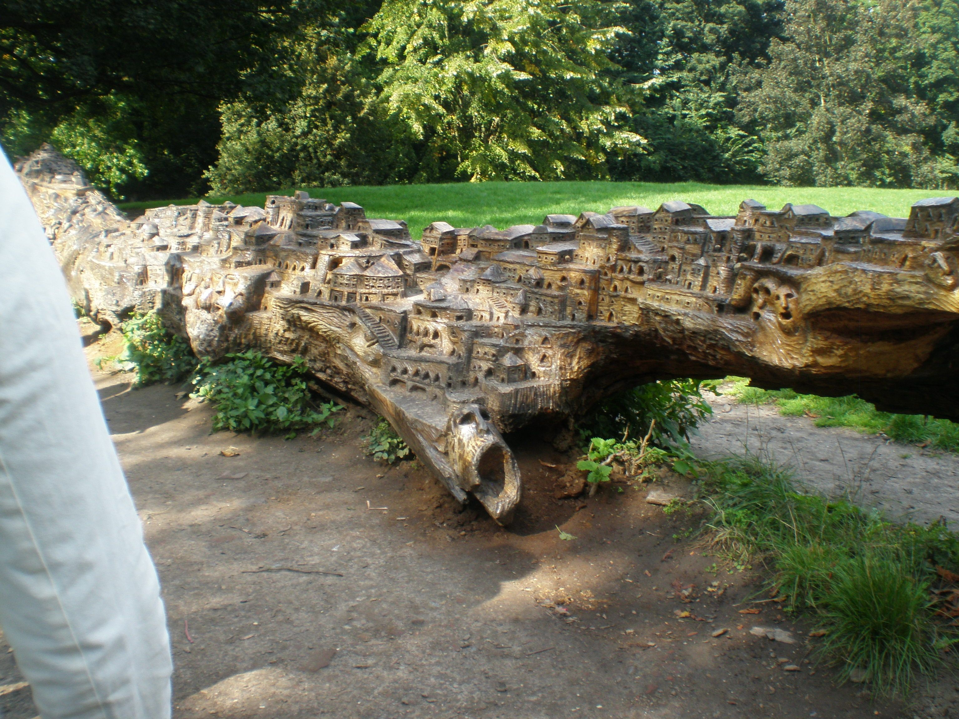 A Carved Tree Trunk In The Jardin Vauban With Images Tree