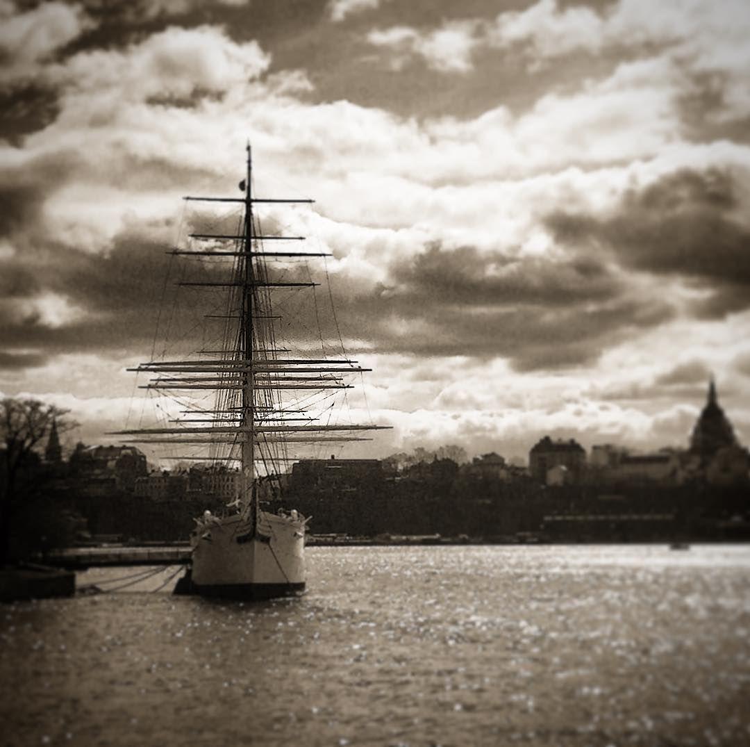 Af Chapman #tweaked #silouette #tallship #hostel #skeppsholmen #stockholm #stockholm_insta #visitstockholm #sweden #visitsweden #travel #ttot