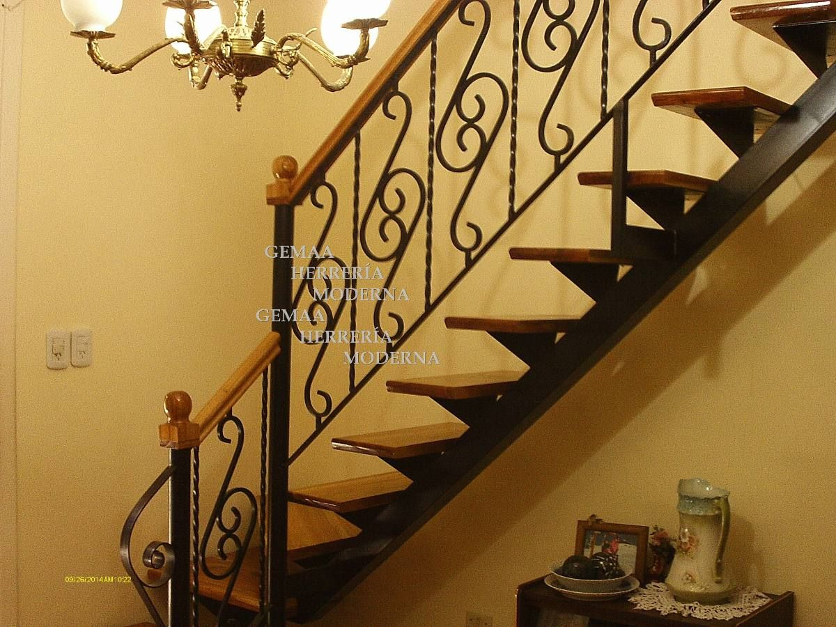 Escaleras con barandas de dise o en hierro y madera lan s for Planos de escaleras de hierro