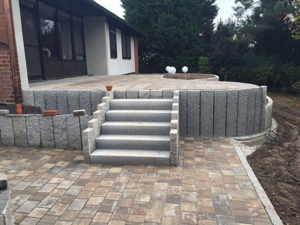 Granitstelen Treppen Pflaster In 2020 Balcony Design Balcony Lighting Backyard Landscaping Designs