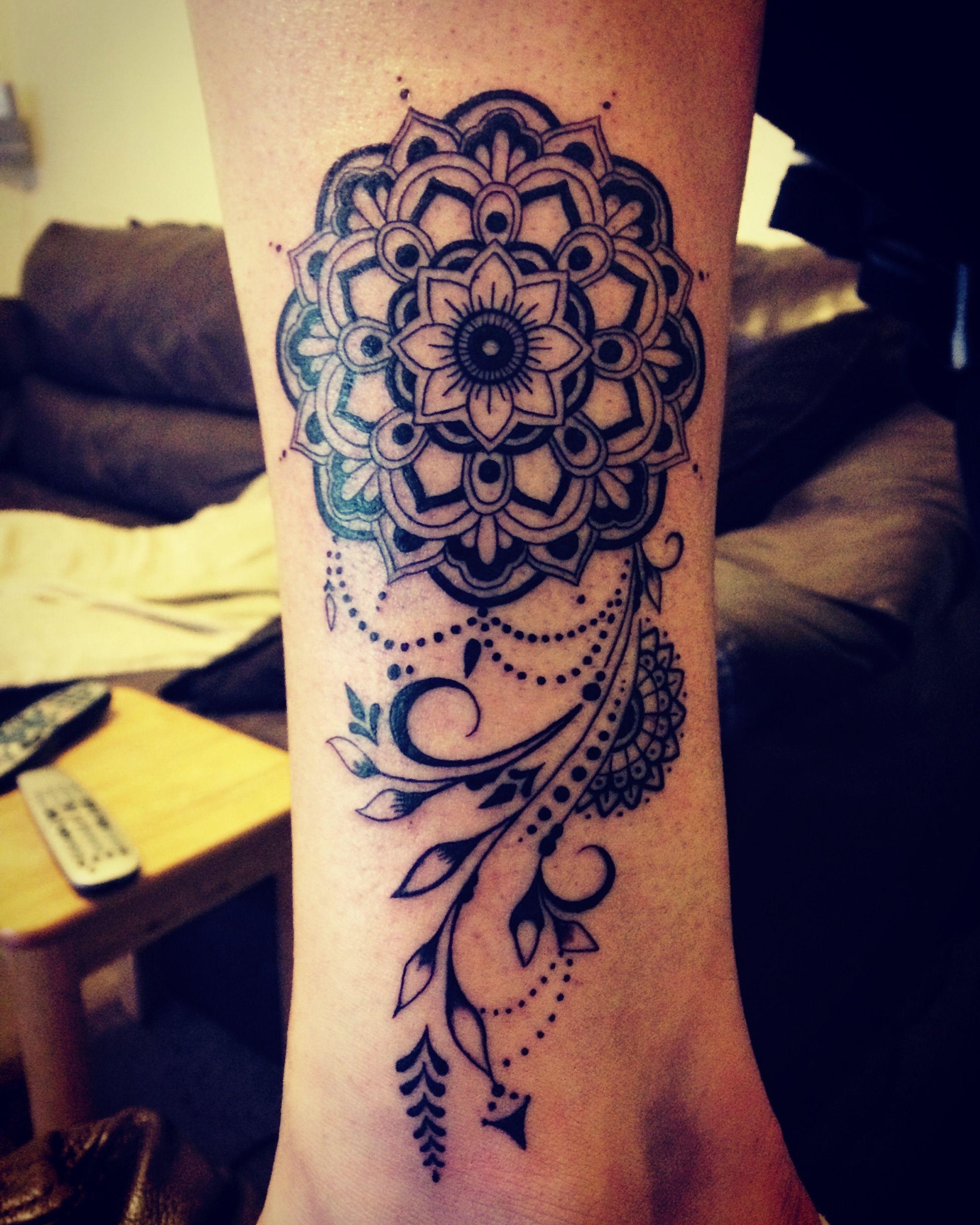 Mandala tattoo. Leg. Women's tattoo Tatuajes mandalas