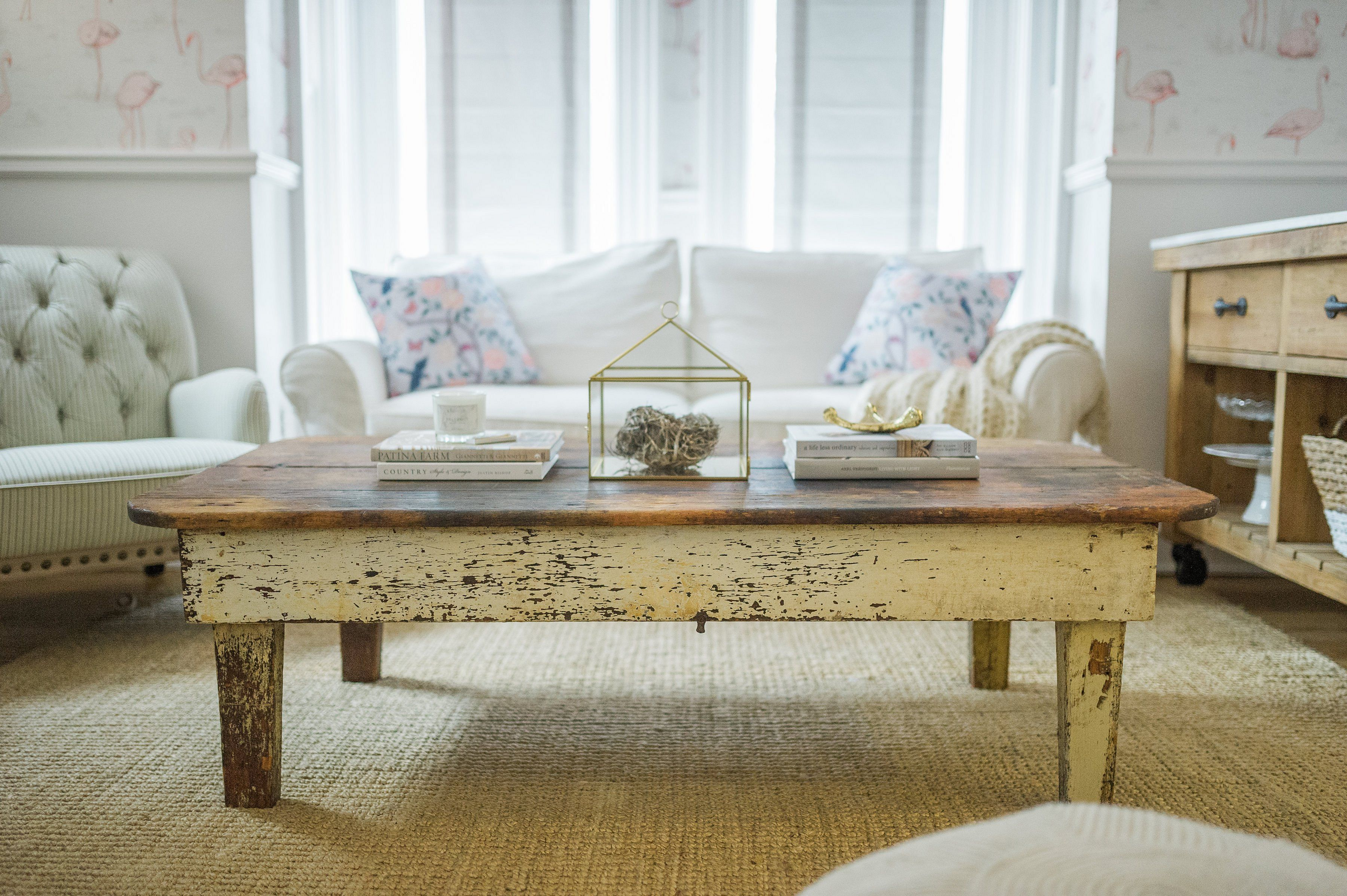 rustic farmhouse coffee table decor