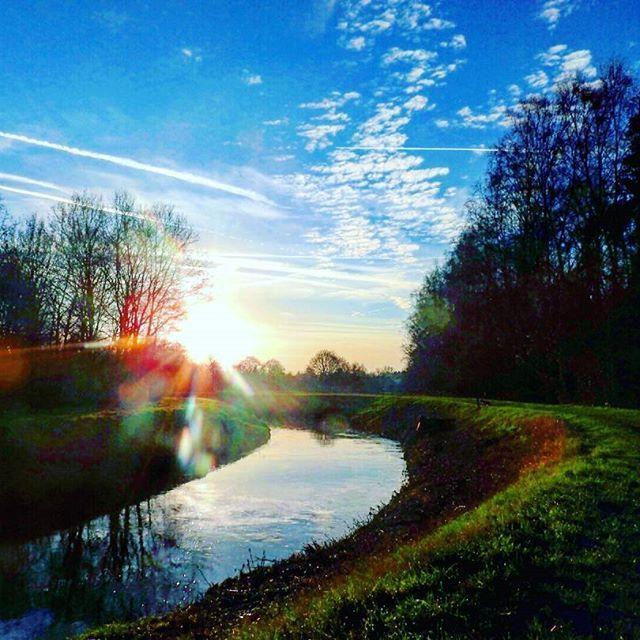 #grotenete #nete # rivier #river #photo #photography  #landscape  #landscapephotography #clouds  #colors     #Regrammed via @b_art_07     #Regrammed via @b_art_07#river#logcabin#flychord#digitalpiano#trees#forest#sunrise#sunset