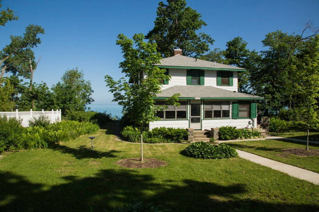 Beachfront Cabin On Lake Michigan Houses For Rent In Lakeside Renting A House Beachfront Summer House