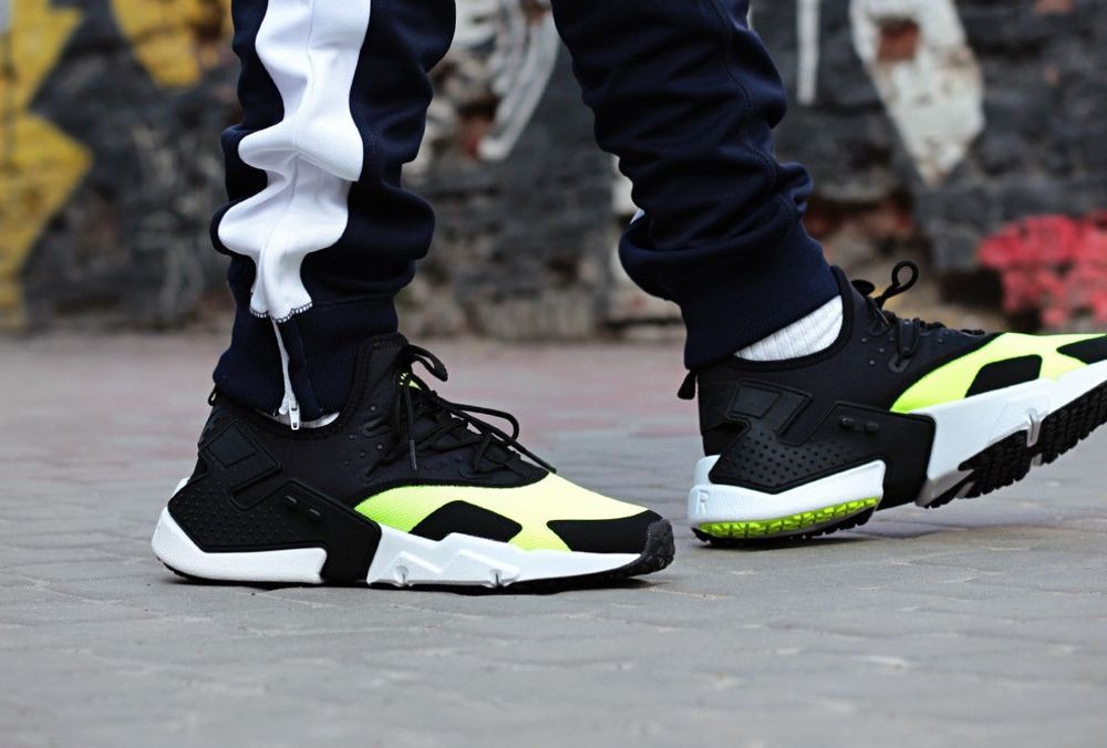 5db769a5dd8c NIKE AIR HUARACHE DRIFT