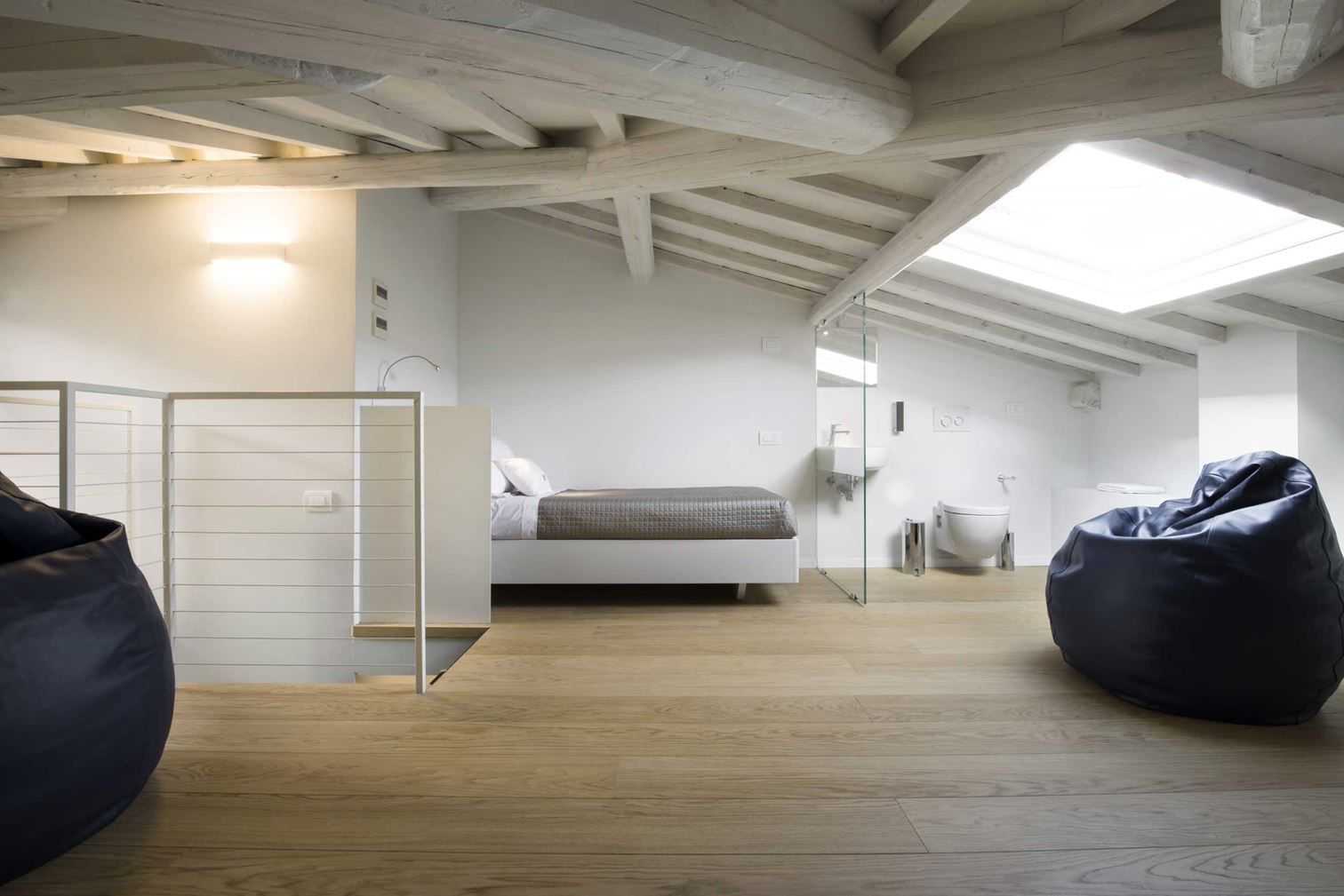 Una Casa Con Camera In Mansarda Elegante E Raffinata Mansarda