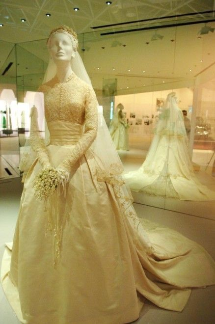 grace kelly wedding dress details - Căutare Google