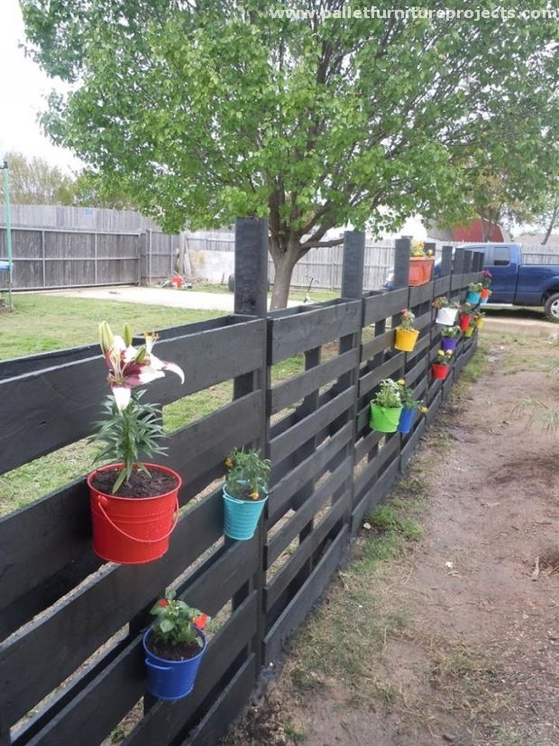 we are going to present some of the wood pallet fence ideas here in this article