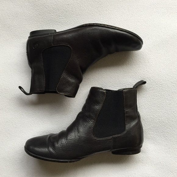 183b4425eb7 Born flat ankle boots Chic and sporty Born boots. Soft leather upper ...