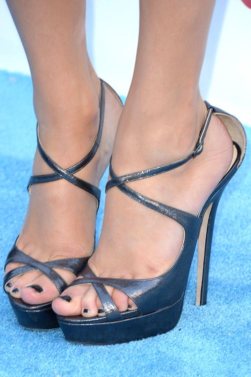 Taylor Swift Strappy Sandals - Taylor kept her look sleek and refined with  a pair of navy blue strappy sandals.