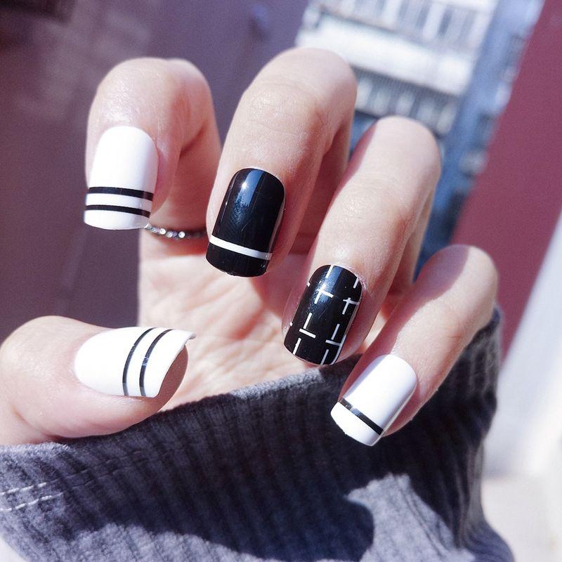 Short Fake Nails Black White Flat False Nail Tips Stripe Dotted Line ...