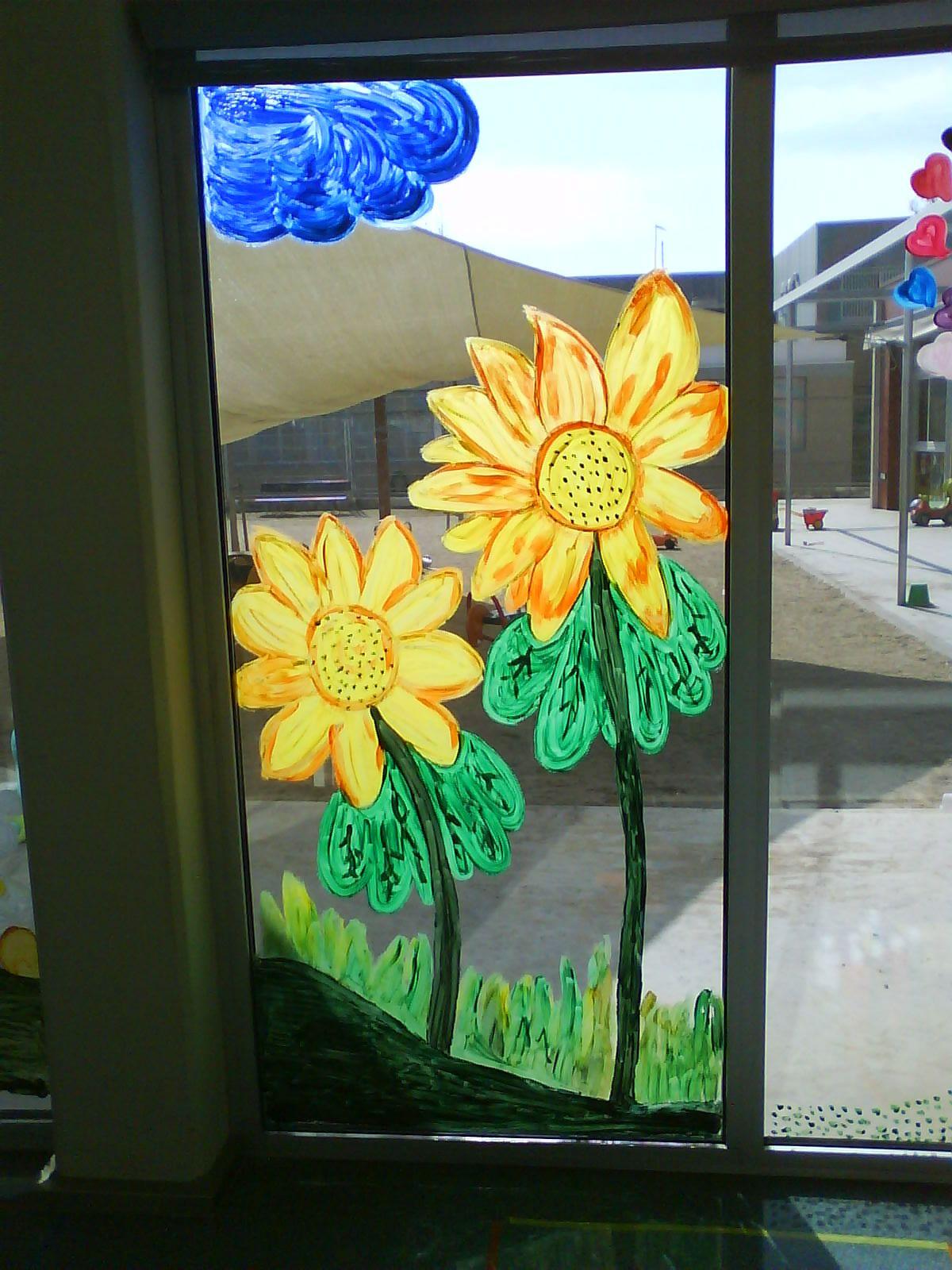 Primavera a les finestres.  Pintat amb témpera