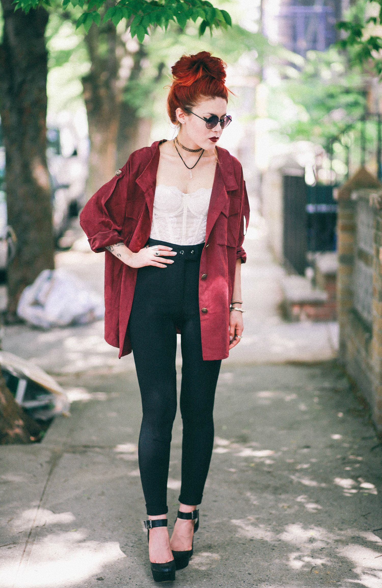 Gorgeousuc black skinny jeans and white corset with red overshirt