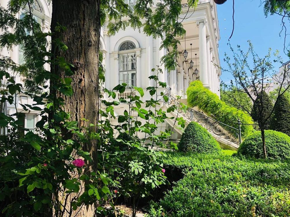 Palaiscoburg Herzliche Grusse Aus Unserer Grunen Oase Mitten In Der Stadt Palaiscoburg Wien Vienna Garden Garten Grun