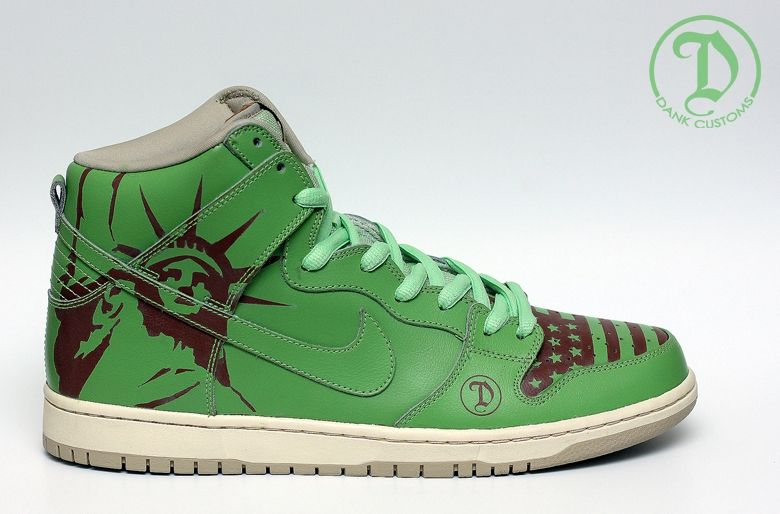 """official photos 7dd87 9e683 ... Nike SB Dunk High """"Statue of Liberty"""" Sneakers The Statue of Liberty in  Popular ..."""