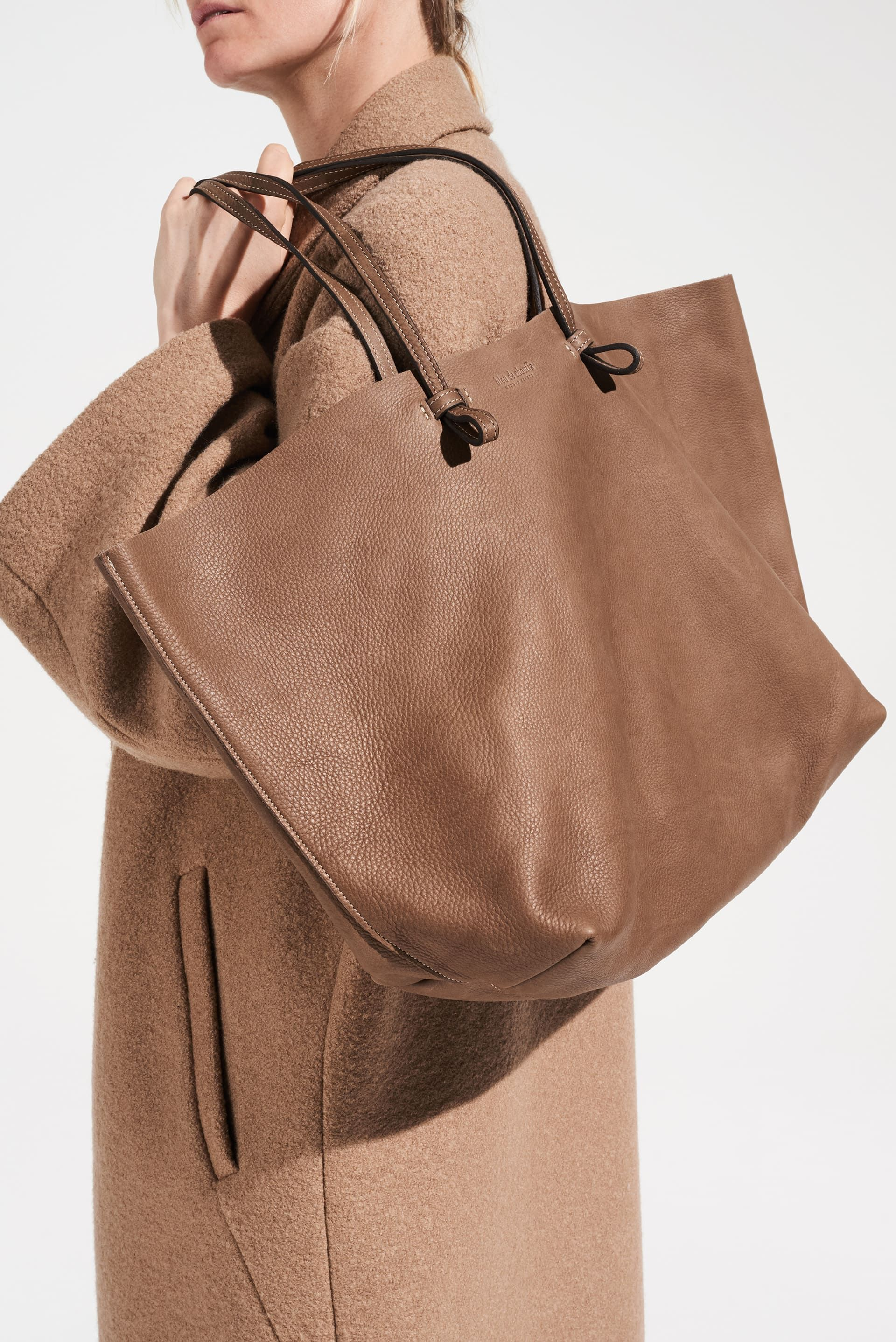 Tout Savoir Sur Le Cuir cabas joy taille m en cuir naturel souple. sac shopping