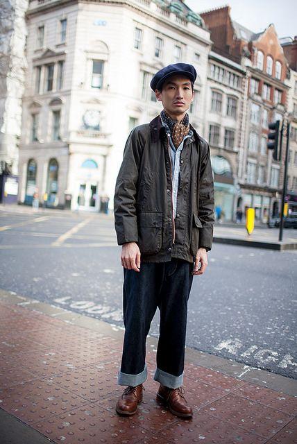 紺キャスケット×Barbourジャケット×ダンガリーシャツ×デニムパンツ×ブラウンカントリーブーツ
