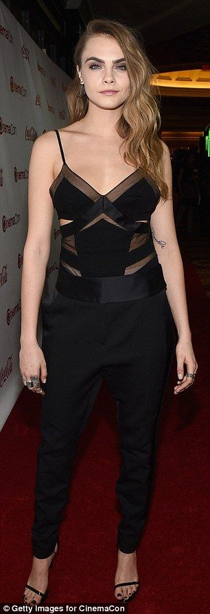 Head-to-toe black: The 22-year-old ingénue looked every bit the supermodel in her flirty t...