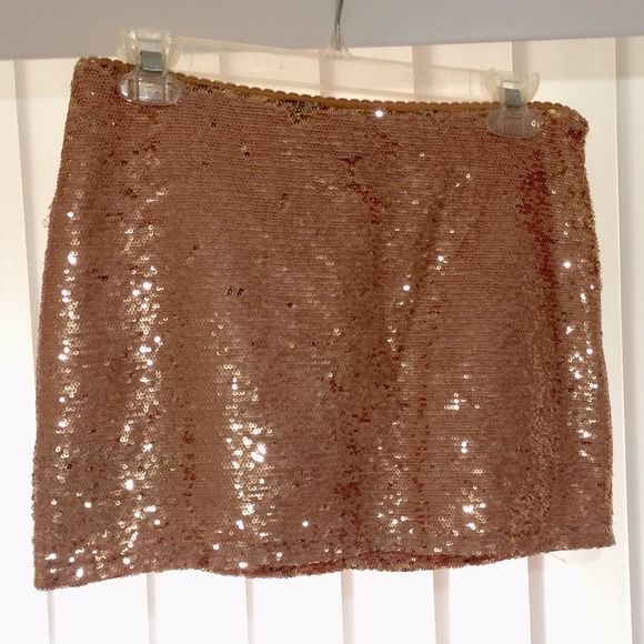 Forever 21 Champagne/Pink & Gold Sequin Skirt Forever 21 Champagne/Pink & Gold Sequin Skirt. Size small. Excellent condition. Forever 21 Skirts