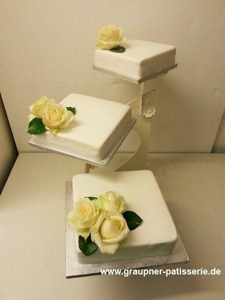 Schlicht Gehaltene Hochzeitstorte Mit Gelben Rosen Dreistockige