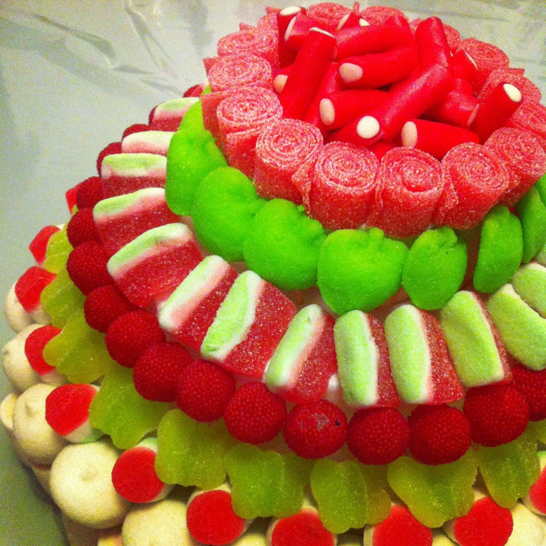 Tarta de chuches en rojo y verde mil historias de - Tartas de chuches fotos ...