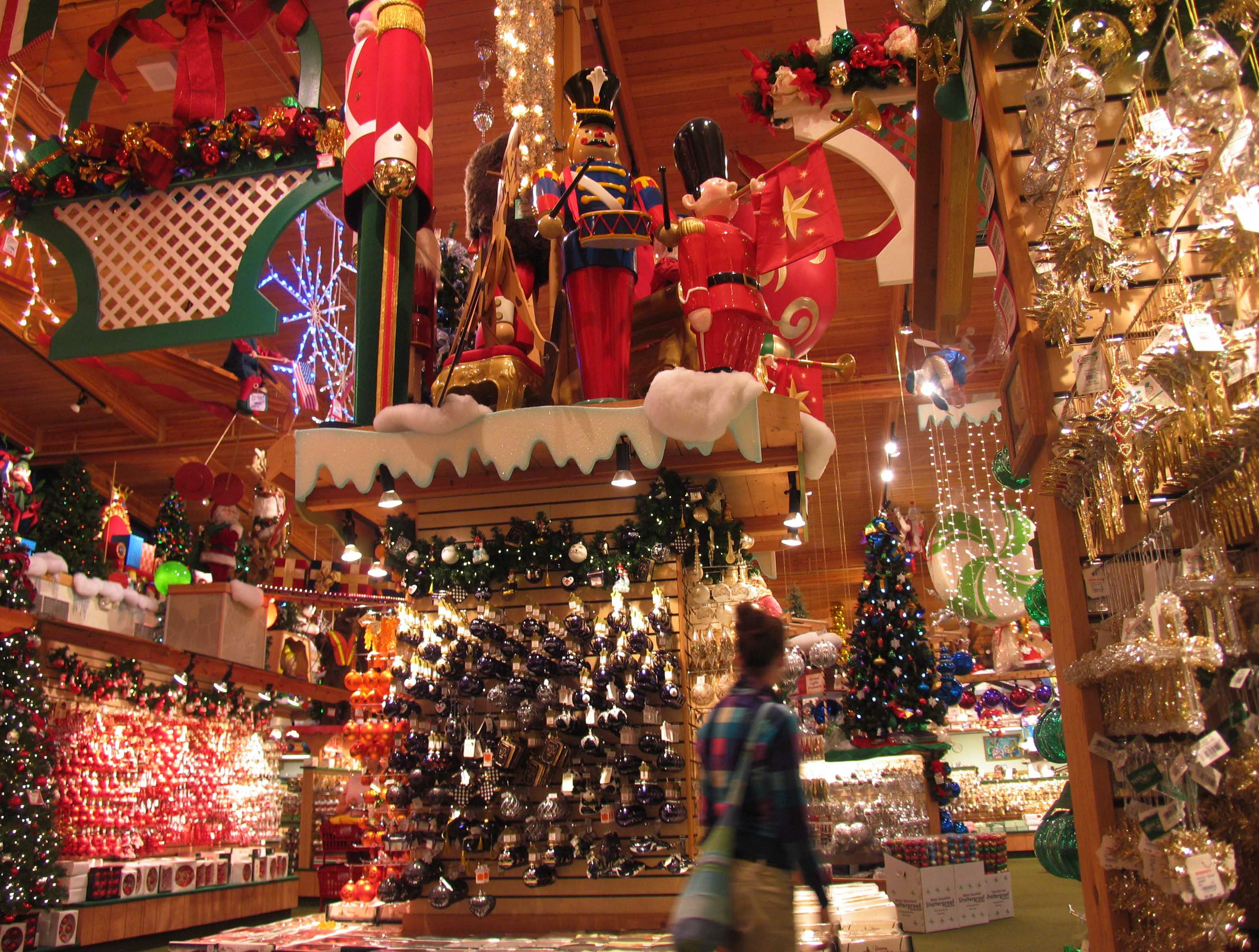 Bronners Frankenmuth , Michigan The biggest Christmas store in the ...