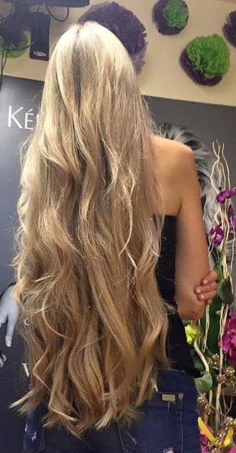 Blond Wavy Tbl Long Hair With Beautiful Texture ロングヘア