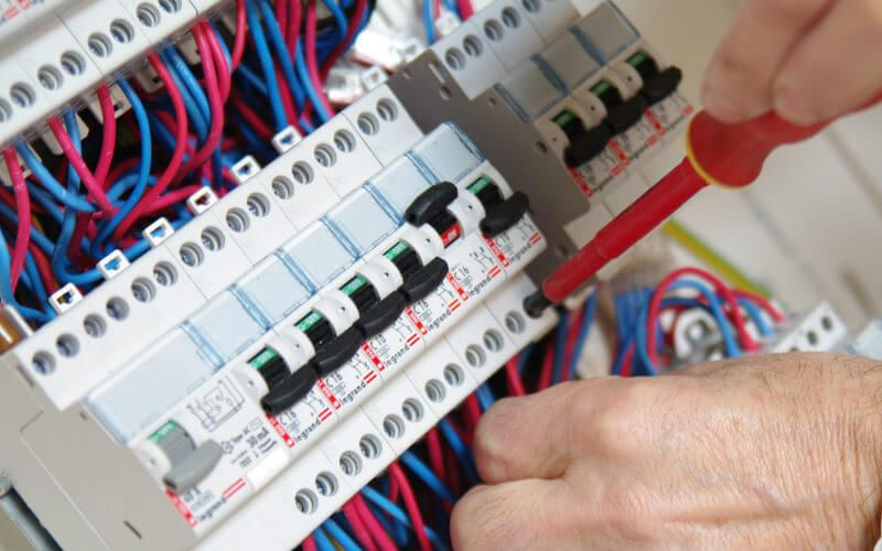Prix d'une mise aux normes de l'installation électrique en 2020 | Renovation electrique ...