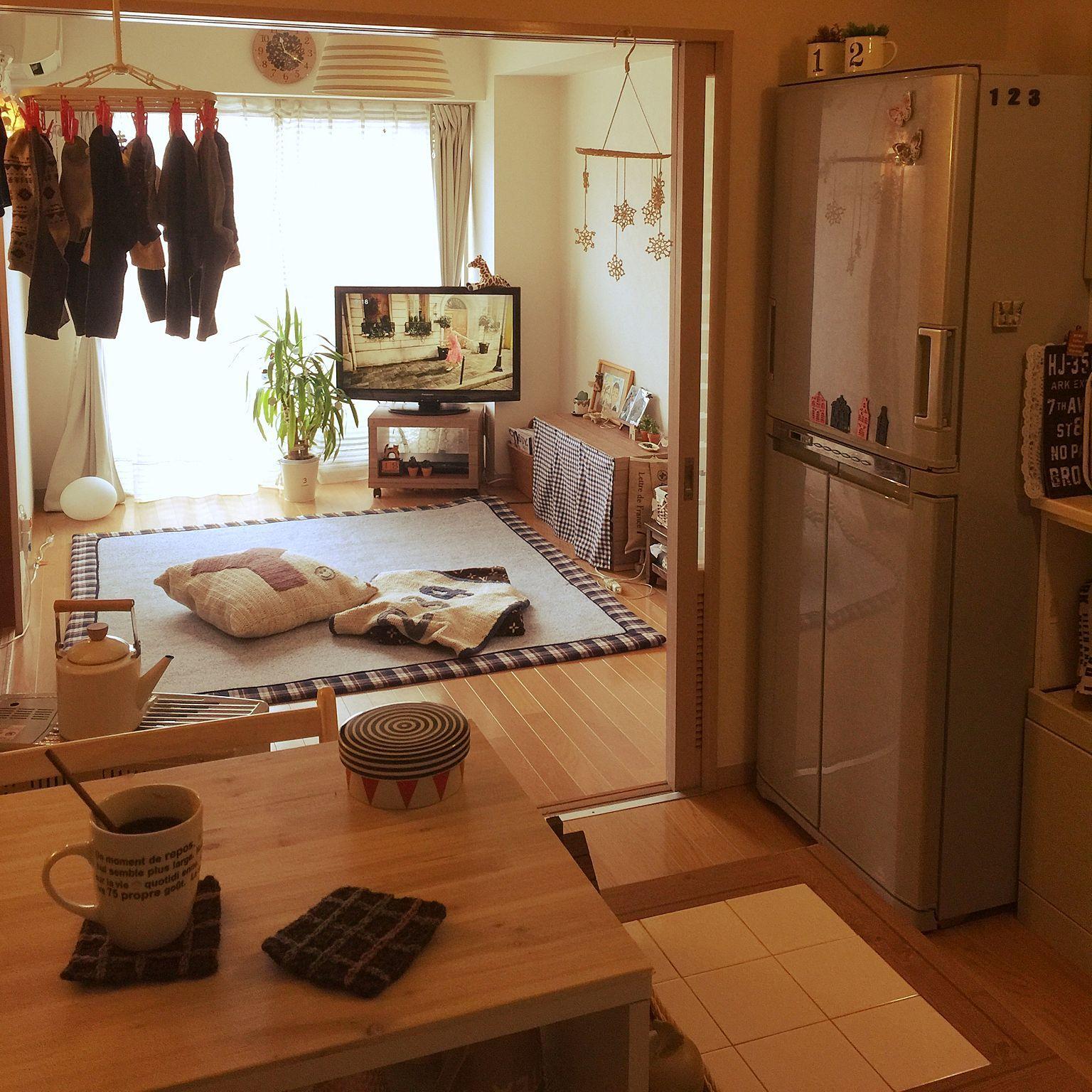 部屋全体 かわかない洗濯物 ー ー 手作りこーすたー 手作りクッションカバー かめらまーく Wf などのインテリア実例 2016 01 19 11 25 02 Roomclip ルームクリップ アパートのインテリア 部屋 シンプル アパート